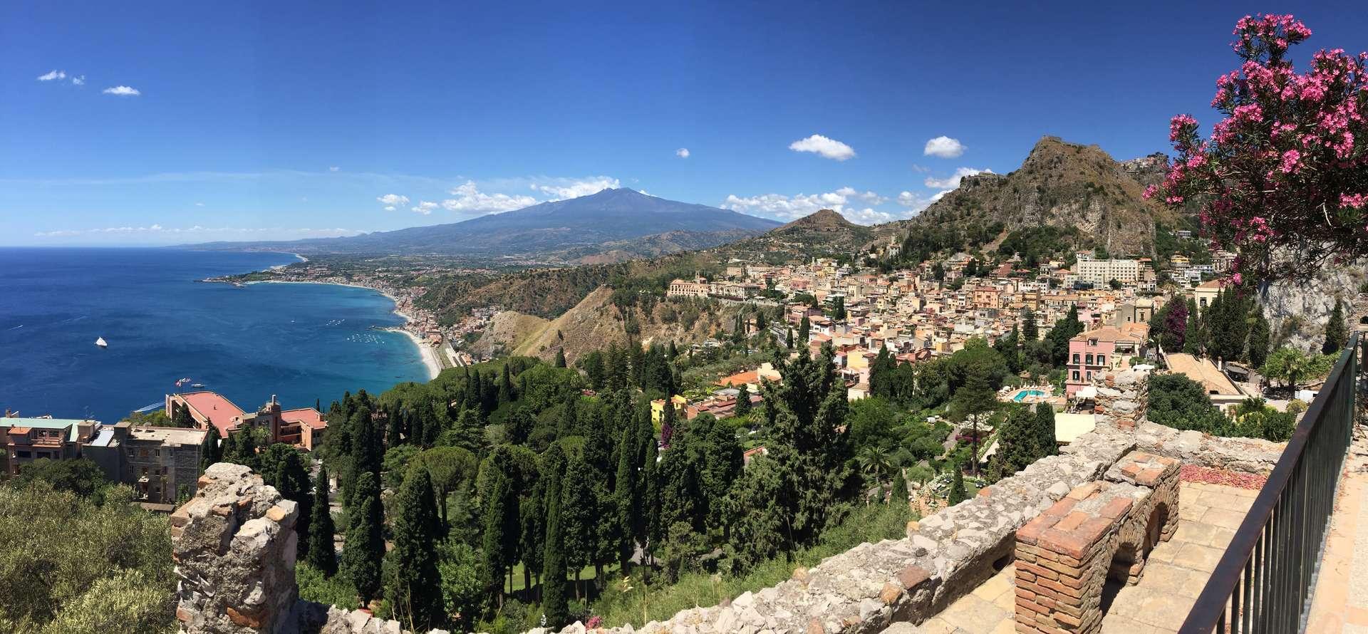Sicilia_Orientale_On_the_road