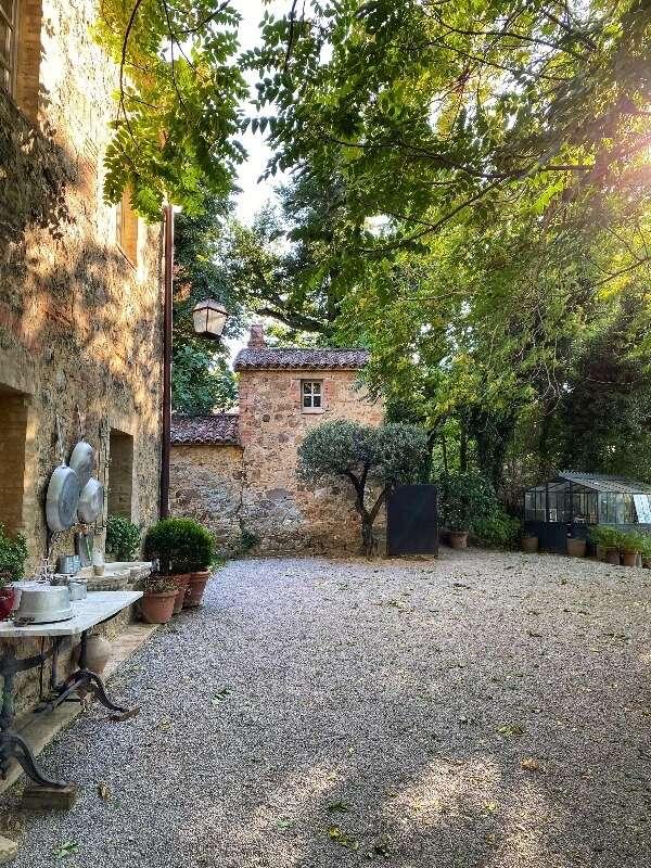 Agriturismo con piscina in Val d'Orcia: Casa Fabbrini.  Cortile interno.