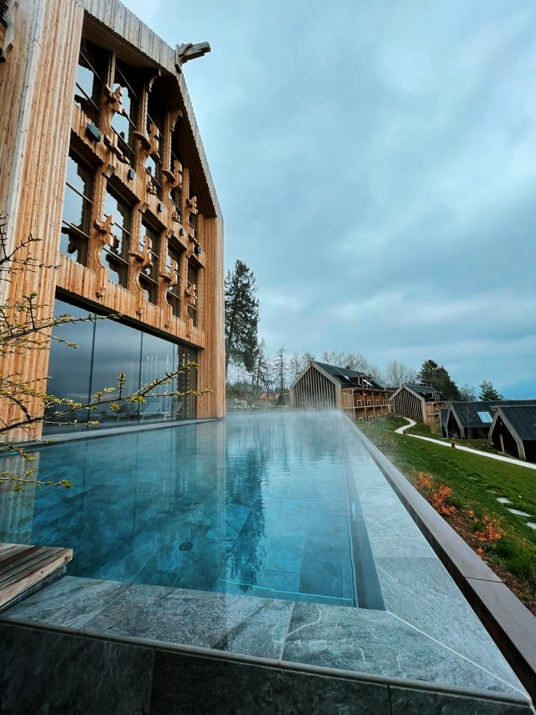 Adler-lodge-ritten-infinity-pool-pool