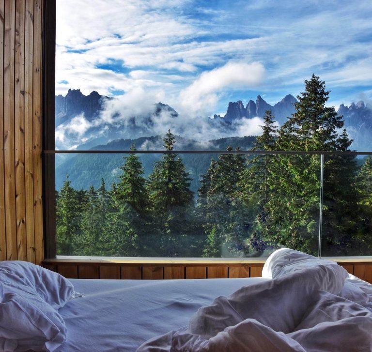 Forestis-dolomites-towersuite-letto-terrazza