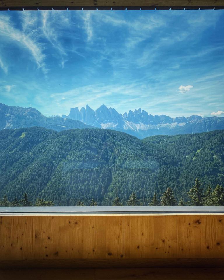 Forestis-lusso-discreto-vista-dolomiti